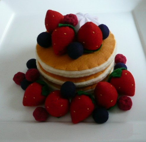 http://www.blogmamma.it/wp-content/uploads/2009/08/felt-food-torta-fragole.jpg