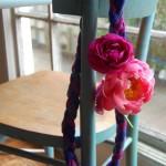 collana-primavera-fiori_-sedia_