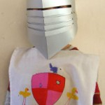costume-carnevale-fai-da-te-cavaliere-stemma
