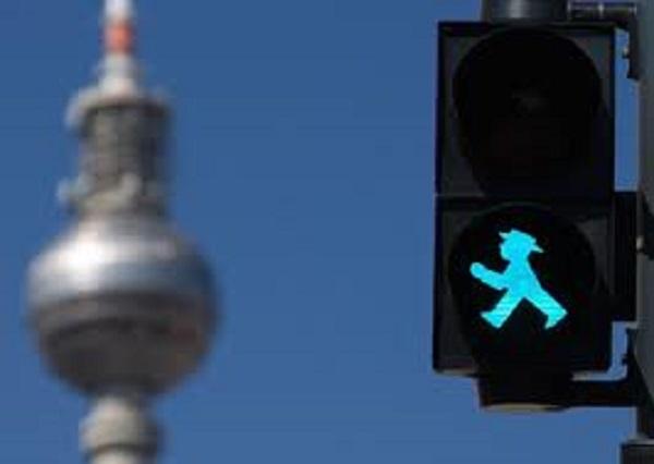 educazione-stradale-semaforo-omino-verde-berlino