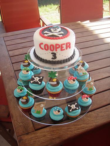 feste-compleanno-torta-pirati-cupcakes