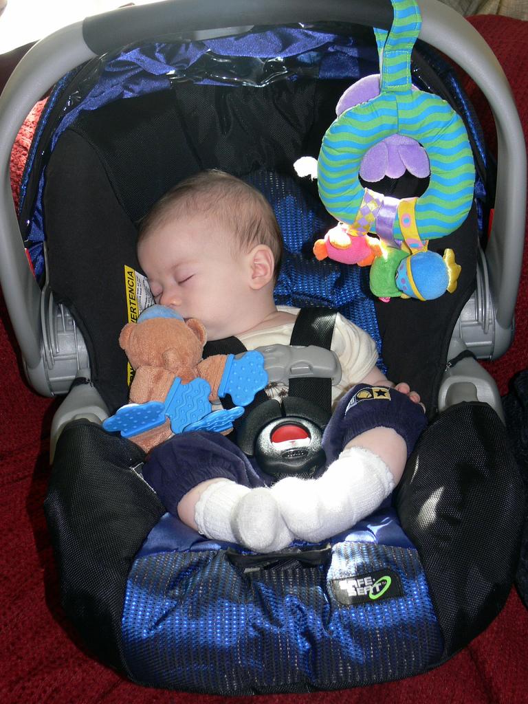 viaggio-neonato-auto
