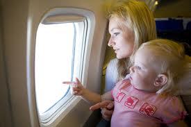 bebe-viaggio-aereo-guardare