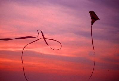 estate-costruire-aquiloni-tramonto