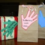 festa-nonni-lavoretti-impronte-regalo