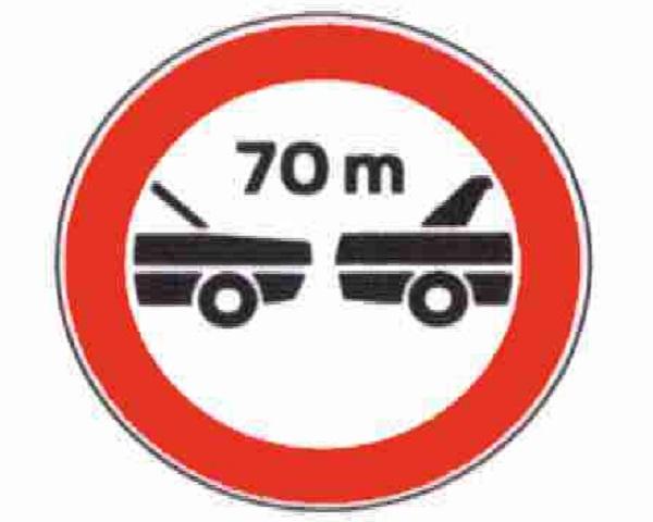 sicurezza-auto-distanza-arresto-cartello