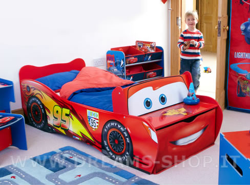 Arredare la cameretta dei bambini il letto di cars - Letto bimbo macchina ...