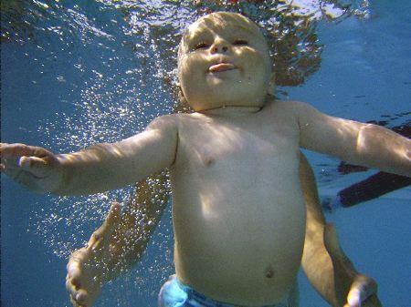 nuoto per bambini appena nati