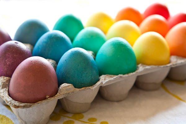 uova colorate arcobaleno