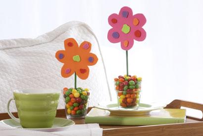 fiori con vaso di confetti