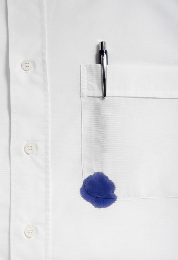 camicia macchiata di inchiostro