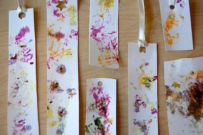 segnalibri con impronte fiori