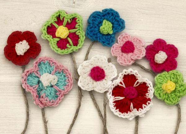 fiori realizzati ad uncinetto