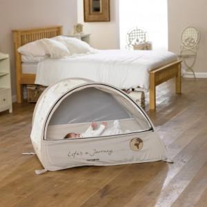 in vacanza coi beb i lettini da viaggio pop up. Black Bedroom Furniture Sets. Home Design Ideas