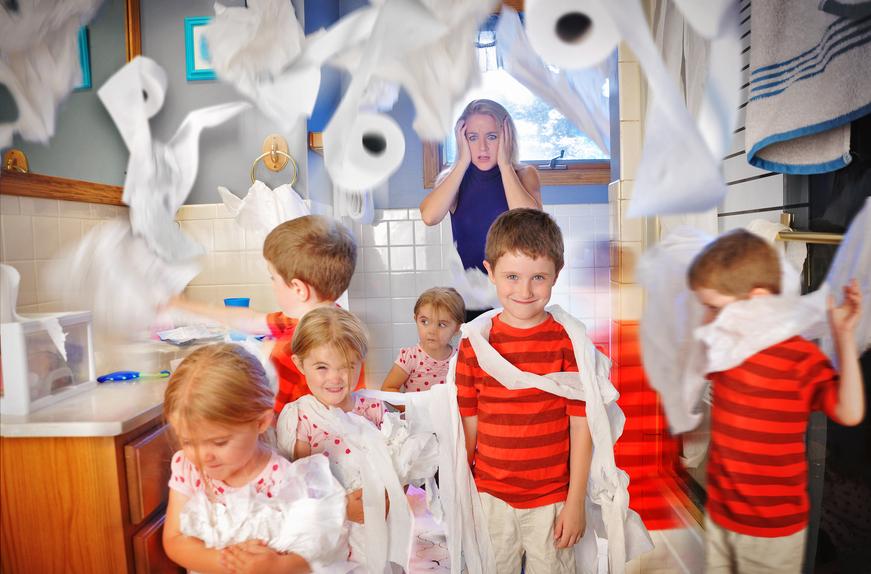 Bambini e carta igienica