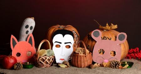 maschere di halloween e zucche