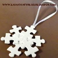 fiocco di neve realizzato con i pezzi del puzzle