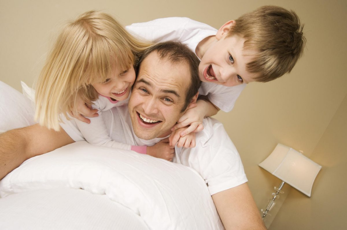 Giocare con i genitori fa bene ai bambini