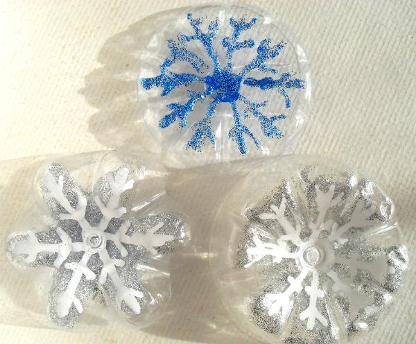 Addobbi di natale con la plastica riciclata - Decorazioni di natale con materiale riciclato ...