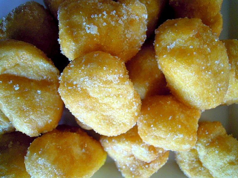 le castagnole, dolci tipici di carnevale