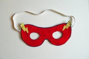 Maschere di carnevale fai da te i supereroi blogmamma for Maschera di flash da colorare