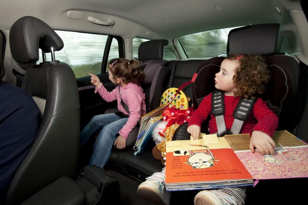 viaggiare-bambini-auto