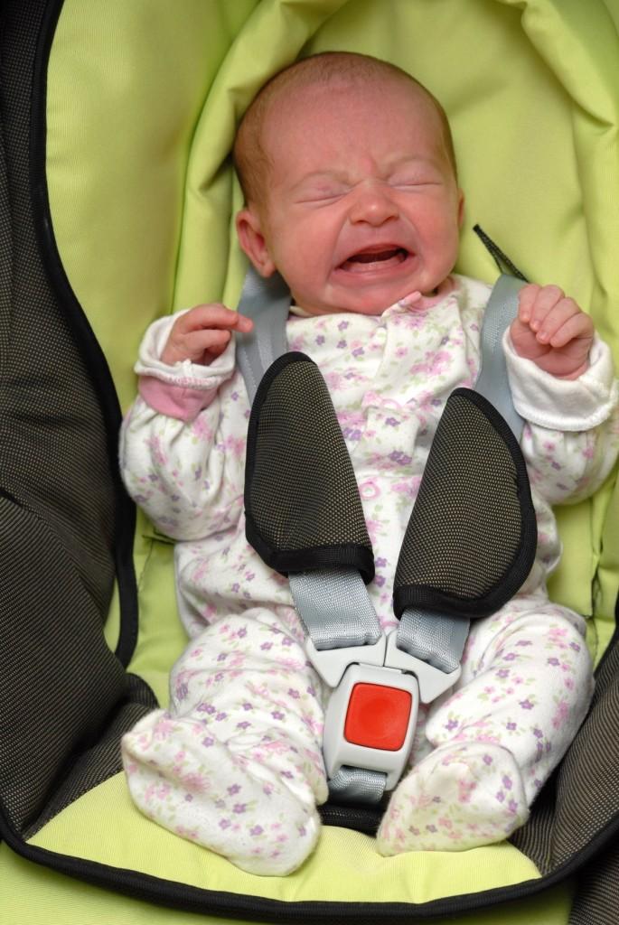 seggiolino-neonato-piange