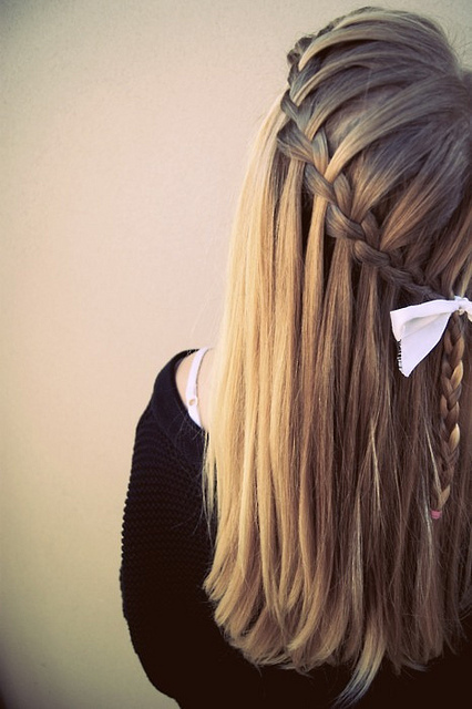 treccia con capelli lisci