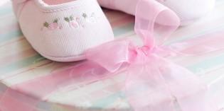scarpine e scatola regalo da bimba per battesimo
