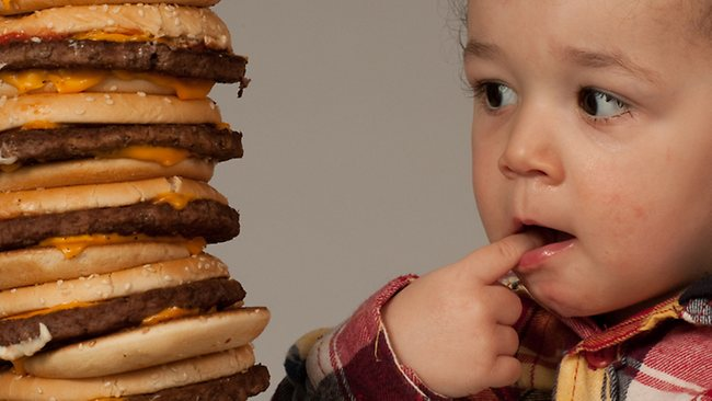 fast food baby il cibo spazzatura è pericoloso per la salute dei bambini