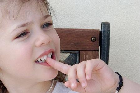 bambini-che-mangiano-le-unghie