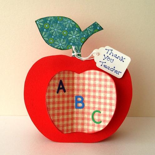 biglietto a forma di mela per la maestra