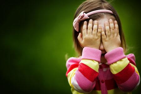 bambina-timida