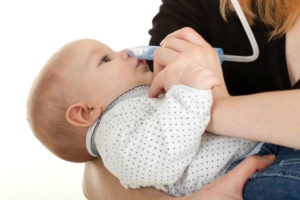 lavaggi nasali a neonati