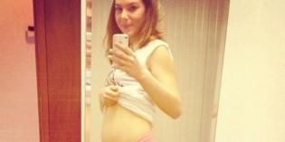 Selfie di Micol Olivieri con pancione