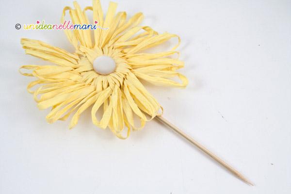 anteriore del fiore di rafia per bomboniera