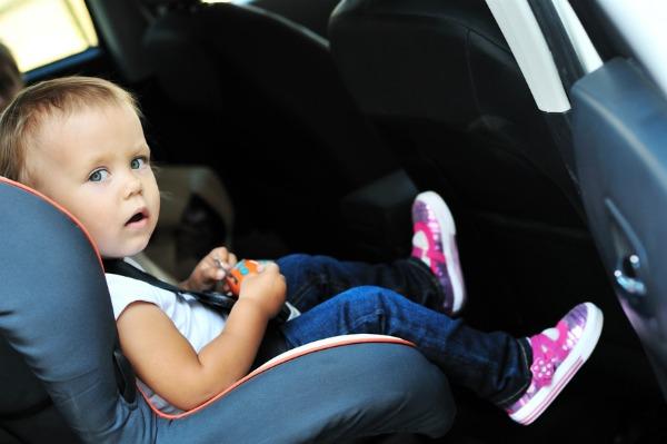 come non dimenticare i bambini in auto