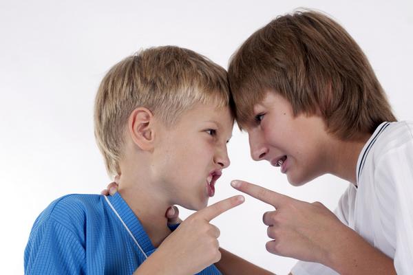 Risultati immagini per litigio bambini