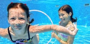 Bambini in piscina: il cloro fa male?