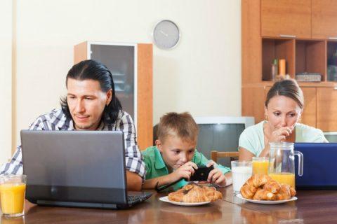 Galateo-tecnologico-famiglia