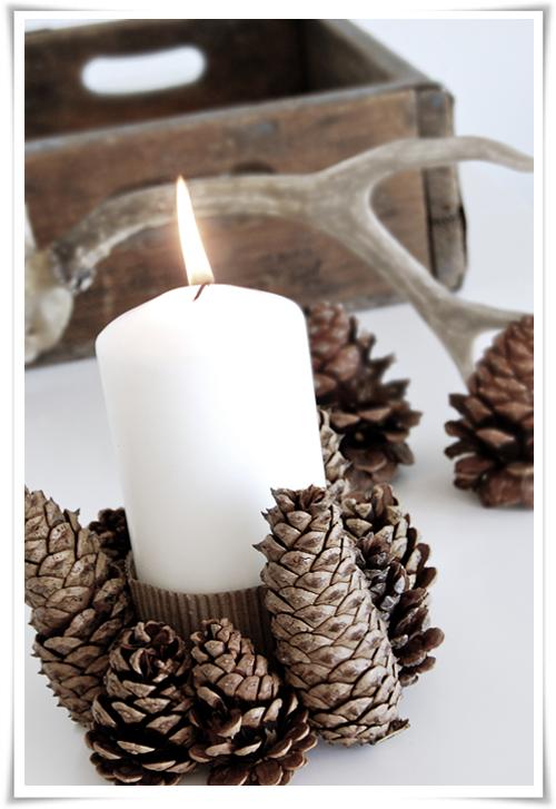 Centrotavola con candela e pigne for Centrotavola natale pigne