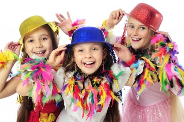 """Arrivano i festeggiamenti per il Carnevale in tutta Italia: ecco una lunga lista di appuntamenti dove andare con i bambini Il Carnevale di Viareggio Torna anche quest'anno il Carnevale più """"irriverente"""" della Penisola: il Carnevale di Viareggio (Lucca), da sempre attento ai temi dell'attualità e della politica."""