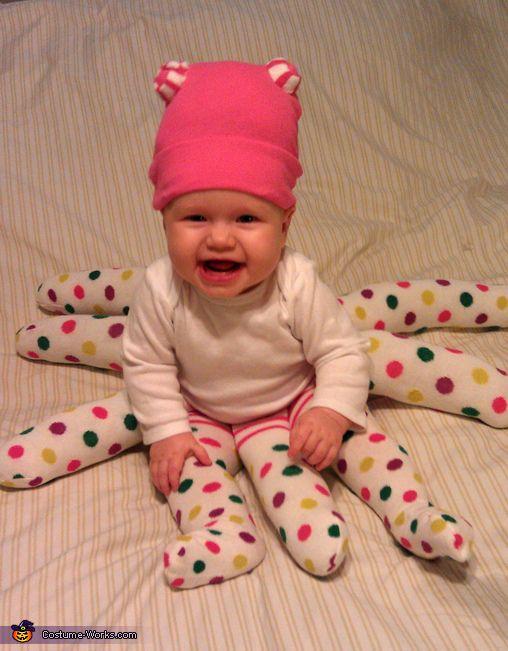 POLPETTO procuratevi quattro paia di collant in maglia del vostro bambino.  E\u0027 preferibile che siano uguali o per lo meno di tonalità simili.