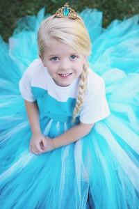 Esempio abito Elsa frozen fai da te.