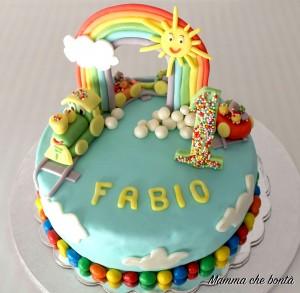 torta trenino in pasta di zucchero con arcobaleno 3d