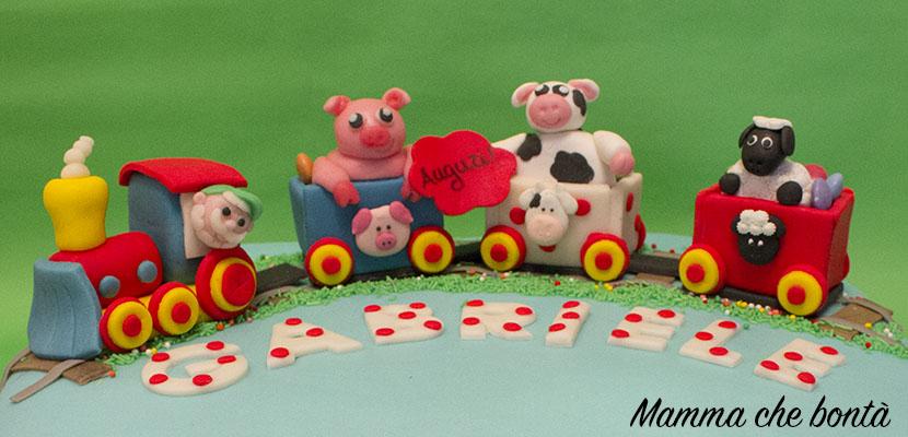 Trenino in pasta di zucchero con animali della fattoria