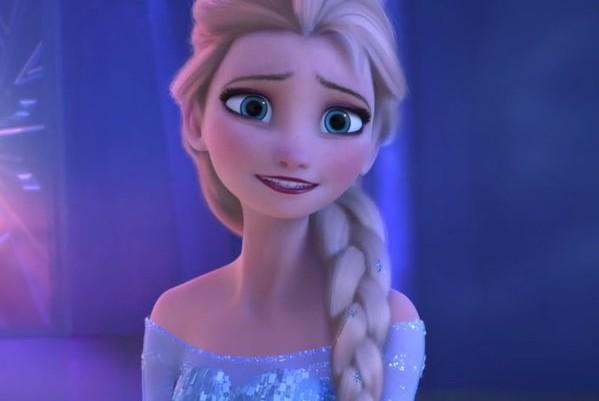 Acconciature Elsa Frozen: treccia e chignon
