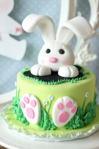 Tavola di Pasqua_torta coniglietto pasta di zucchero