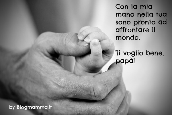 mano del papà che tiene quella del figlio - blogmamma.it : blogmamma.it