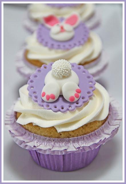 tavola di Pasqua_cupcakes coniglietto pasta di zucchero
